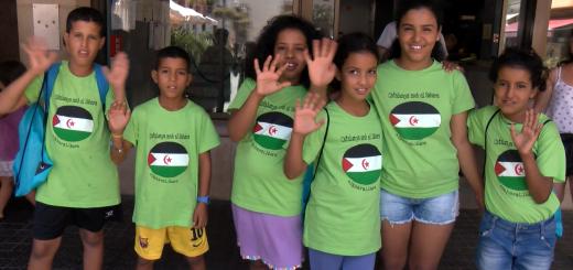 Els infants que van passar l'estiu passat amb les seves famílies d'acollida.