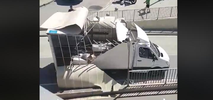 Camió encastat