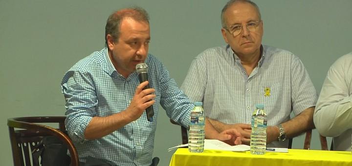 Carles Estapé, a l'esquerra, durant el debat celebrat diumenge dins de les 12 hores per la llibertat