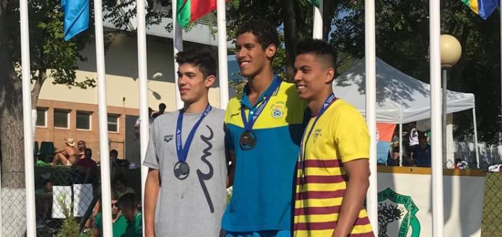 Àlex Castejón, a l'esquerra, plata als 200 braça absoluts