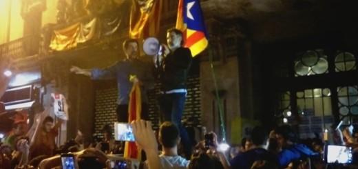 Jordi Sánchez i Jordi Cuixart a les portes de la Conselleria d'Economia el 20S. Foto: CCMA