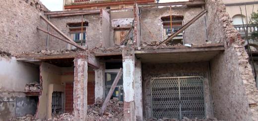 Estat en què va quedar l'edifici sinistrat, dimarts a la tarda