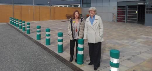 Candini i l'exconsellera Irene Rigau a les portes de la presó del Catllar.