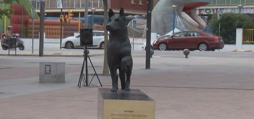 L'escultura de La Llopa, el dia de la seva inauguració.