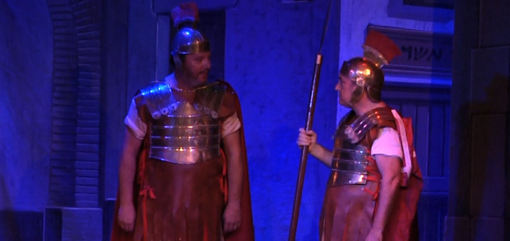 Els regidors Albert Torrent (esquerra) i Jordi Sitjà (dreta) en el paper de romans.