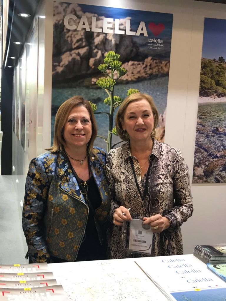 L'alcaldessa Candini amb la responsable de l'Oficina de Turisme de Calella
