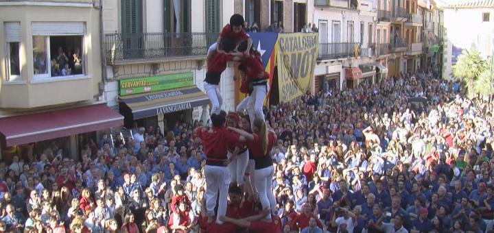 Bateig dels Maduixots a la plaça de l'Ajuntament de Calella, l'abril del 2014