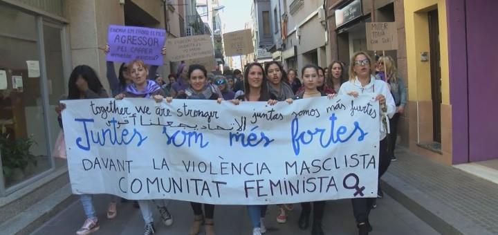 [VÍDEO] Més d'un centenar de dones es manifesten a Calella pel 8M reivindicant la plena igualtat