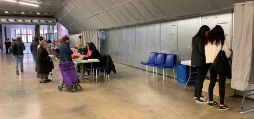 Votants a la Fàbrica Llobet-Guri