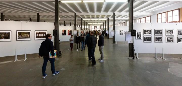 La polivalent de la Fàbrica Llobet-Guri acull l'exposició fotogràfica del Festimatge