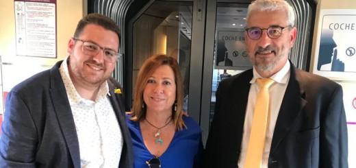 A Grima l'acompanyen l'alcaldessa i l'advocat Jordi Salbanyà