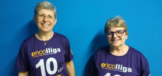 Maria Pera i Teresa Artigas llueixen la samarreta del desè aniversari de la marxa solidària