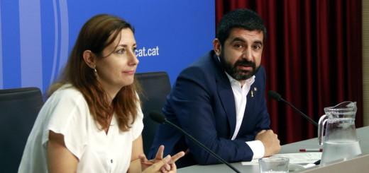 El conseller de Treball, Afers Socials i Famílies, Chakir El Homrani, i la directora de la DGAIA, Georgina Oliva, en una roda de premsa, el 31 de juliol del 2018. (Horitzontal)