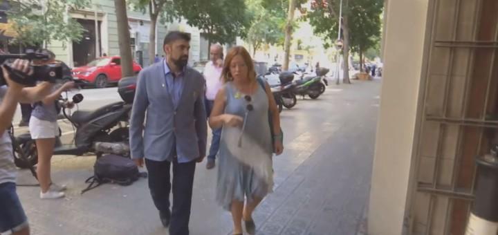 Candini i el tinent d'Alcaldia de Política Social arribant a la reunió convocada pel conseller d'Afers Socials