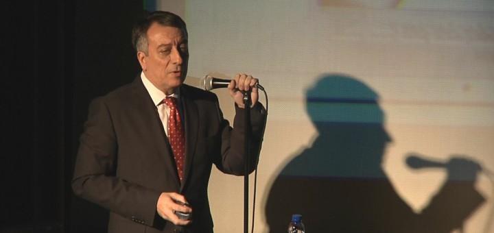 Cordón en una de les últimes conferències pronunciades a Calella
