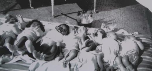 Imatge d'infants nascuts a la casa de maternitat de la Catalunya Nord durant la Guerra Civil espanyola.