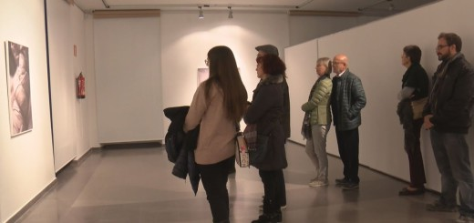 """[Vídeo] L'artista Sílvia Isach presenta l'exposició """"Catarsi"""" a l'Ajuntament Vell"""