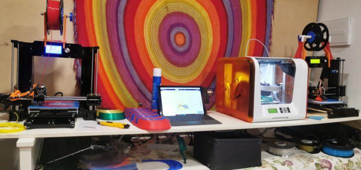 Aparells de 3D imprimint viseres protectores contra el coronavirus
