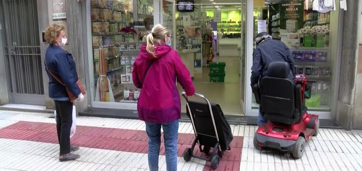 [Vídeo] Una allau de peticions col·lapsa el sistema en el primer dia de repartiment de les mascaretes a les farmàcies