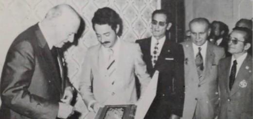 Mayà, al centre, entregant un record al president Tarradelles