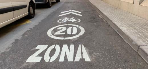 """Senyalització """"Zona 20"""" al carrer Ànimes"""