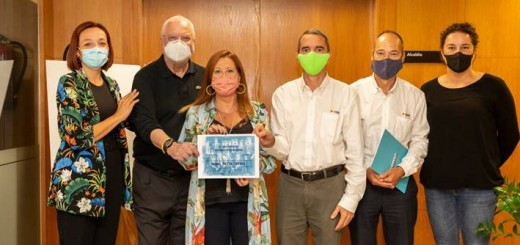 L'acord es va formalitzar en un acte a l'Ajuntament de Calella, amb la presència de l'alcaldessa (Foto: Ajuntament de Calella)