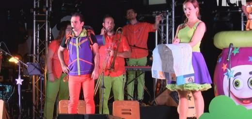 [Vídeo] El concert d'El Pot Petit per la Festa Major aplega centenars d'infants a la sala polivalent de la Fàbrica Llobet