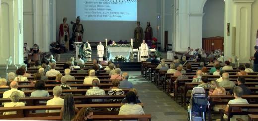 Perspectiva de l'interior de la parròquia durant el darrer Ofici de Festa Major.