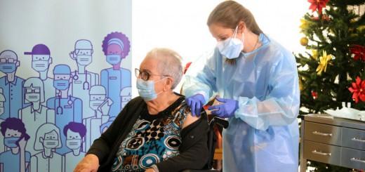 La Josefa Pérez, de 89 anys, ha estat la primera persona vacunada contra la Covid a Catalunya