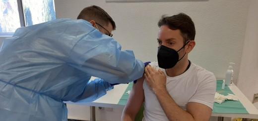 Administració de la vacuna de Moderna a l'Hospital Josep Trueta de Girona