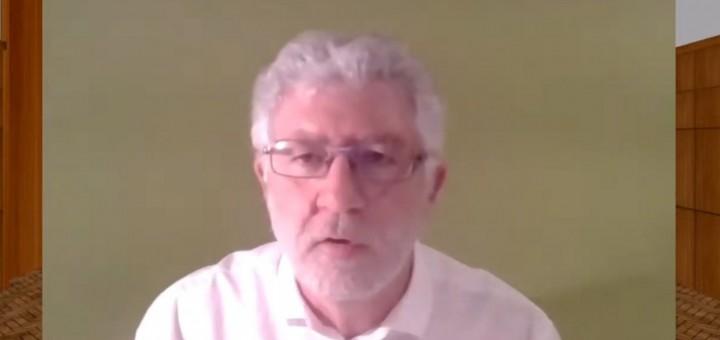 El portaveu de Calella en Comú durant la seva intervenció