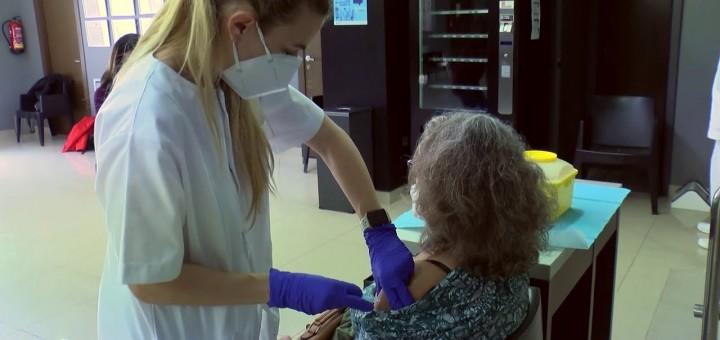 [Vídeo] Comença la vacunació a persones majors de 80 anys i dependents