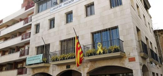 La senyera és l'única bandera que oneja al balcó consistorial de Calella