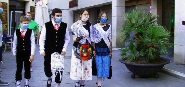 Representants del Pubillatge de Calella portant la Flama del Canigó (Arxiu)
