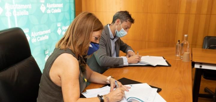 Moment de la signatura del conveni entre Aldi i l'Ajuntament de Calella