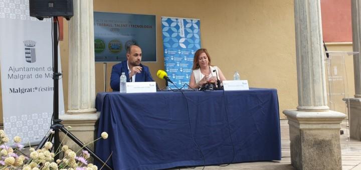 Els alcaldes de Malgrat de Mar i Calella durant l'acte de presentació del programa TTT