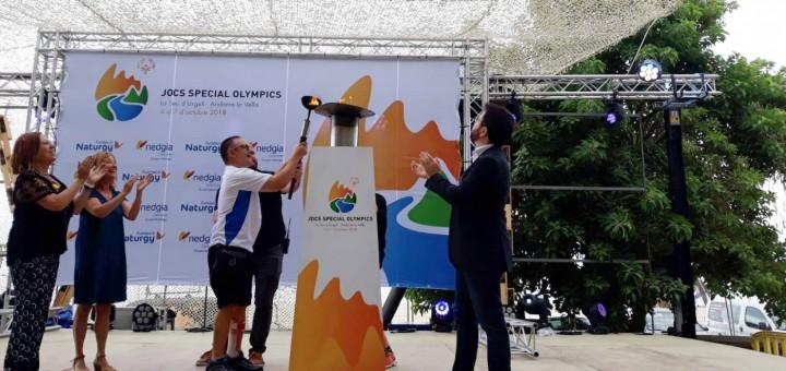 Aragonès durant el pas de la torxa dels Special Olympics per Calella (2018)