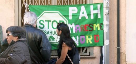 Activistes de la PAH en una mobilització per aturar un desnonament a Calella, el març del 2019.