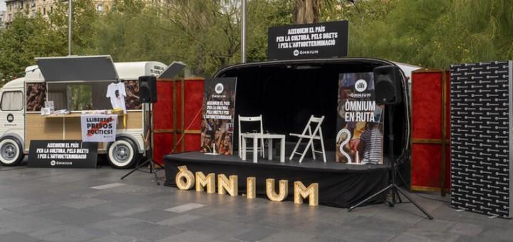 Campanya intinerant que posa en marxa Òmnium Cultural a l'estiu
