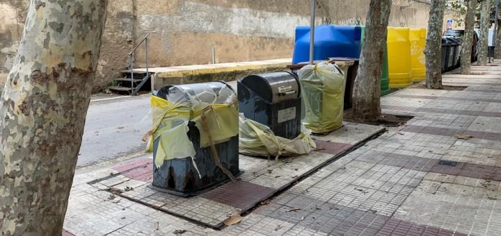Contenidors soterrats fora de servei al carrer Ànimes