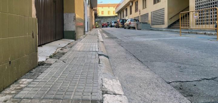 Les obres han començat a la vorera de la banda de mar del carrer Monturiol